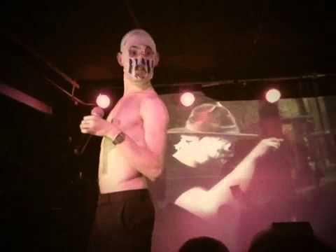 Rubberbandits-i Wanna Fight Your Father-live (in Gaelic) video