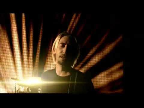 Смотреть клип Nickelback - Never Gonna Be Alone