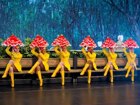 See the New York Spectacular Starring the Radio City Rockettes!