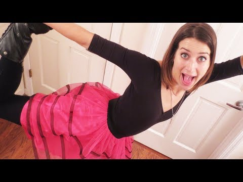 AWKWARD BOOTY DANCE (3.27.13 - Day 1427)