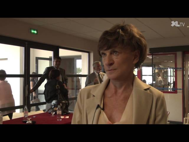 Michèle Delaunay signe des contrats d'avenir en Ephad