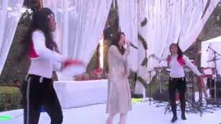 Kanika Kapoor performing live on Lovely