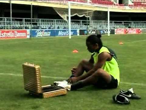 Ronaldinho Skills Show 2013 || RONALDINHO VS ZIDANE