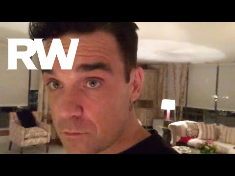 Robbie Williams  | Signing CDs