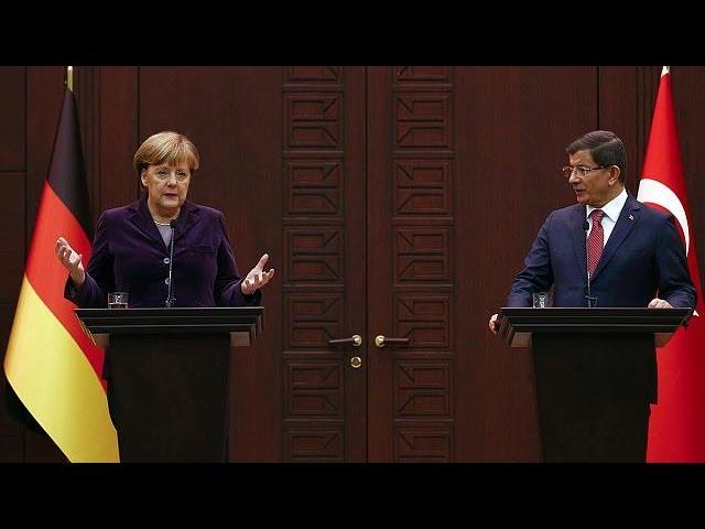 Merkel et Davutoglu affichent leur unité face à la crise des réfugiés