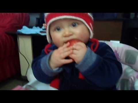 Gordinha Comendo Maça ! video