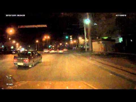Гей парад на дорогах Ростова-на-Дону. . Прут на красный,нарушают,спеша сов