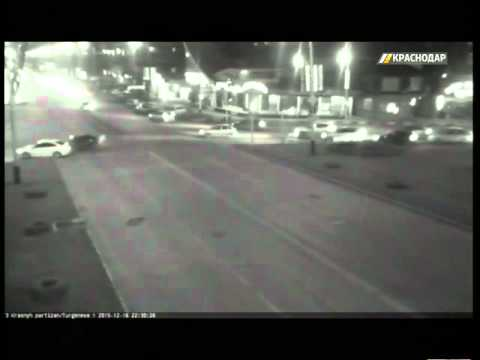 Несколько серьезных ДТП попали в объективы городских камер Краснодара