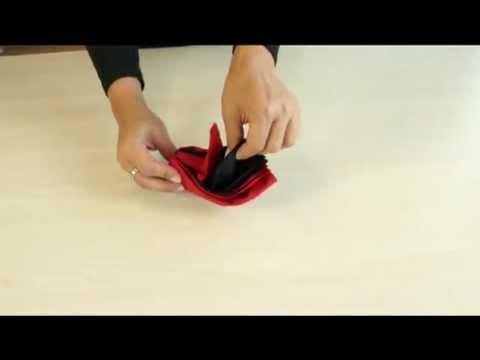 Ava pliage de serviette la fleur de lys youtube - Pliage serviette feuille 2 couleurs ...