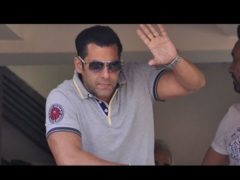 Salman Khan Met His Crazy Fans On His Birthday! [HD]
