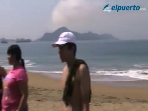 Salvan a una mujer y 3 niños de morir ahogados en el mar