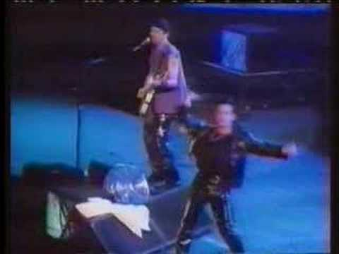 Rare U2 who&#039;s gonna ride your wild horses live 1992