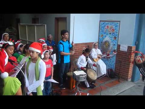 Canciones de Navidad en la Misa de Aguinaldos del Colegio Betania 2014