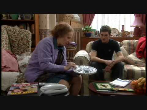 Catherine Tate Show nan meals on wheels & pound shop