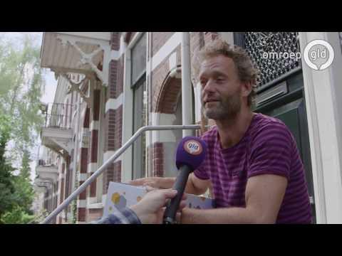 'Altijd lachende' pakketbezorger beloond met vette bonus