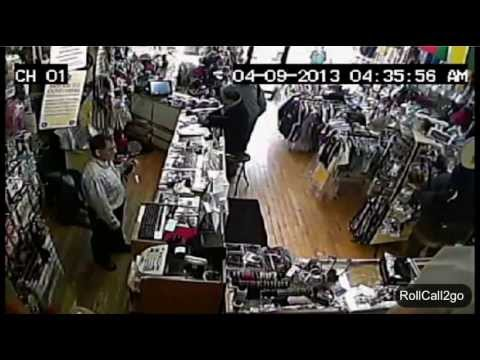 """Amazing"" Graphic Video: Man gets shot at close range - Robbery turns into dangerous fight at store"