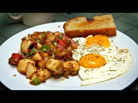 Classic Breakfast: Perfect Eggs & Potato Hash Recipe!