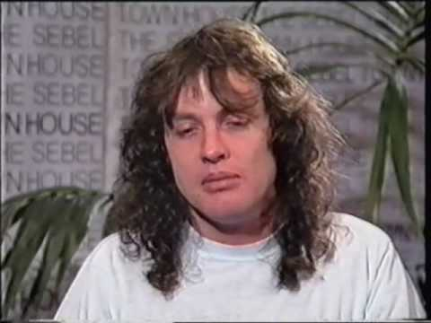 ANGUS YOUNG INTERVIEW ON MTV AUSTRALIA (1988) AC/DC