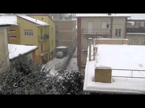 Nevicata forte a Falconara marittima 11-2-2012 parte 2