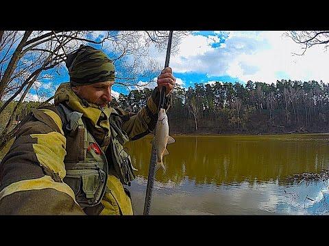 ловля рыбы весной на реке в мутной воде
