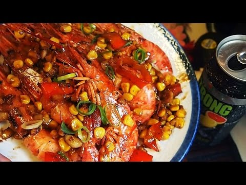 Shrimps in garlic butter and corn