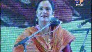 TINA SANI OF PAKISTAN SINGING FAIZ GHAZAL IN INDIA