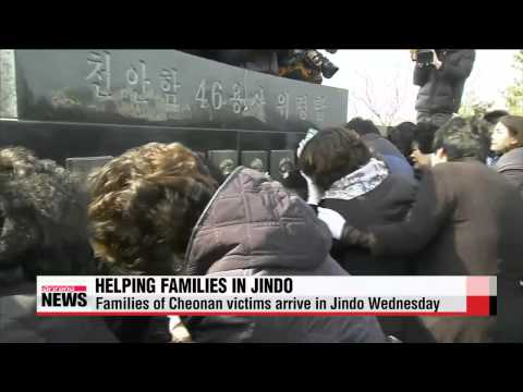 Families of Cheonan warhip sinking victims help out in Jindo