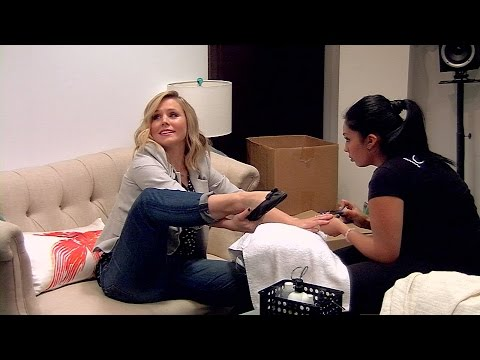 Kristen Bell Gets Flexible on '#RepeatAfterMe'