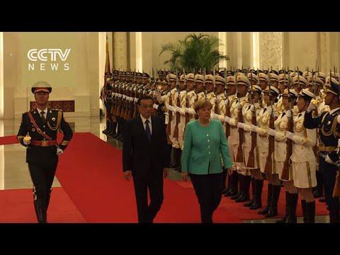 Premier Li Keqiang holds talks with German Chancellor Angela Merkel in Beijing