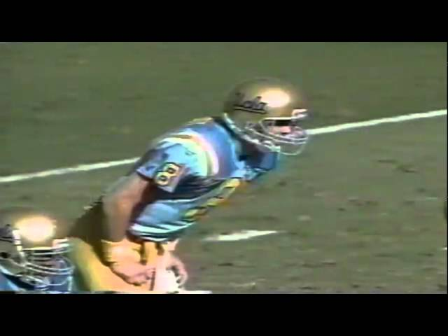 Oregon LB Andy Conner sacks UCLA QB Tommy Maddox 11-16-1991