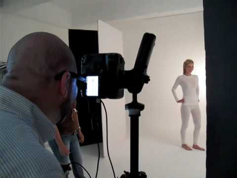 Commercial photo shoot in studio - Behind the scenes