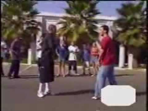Gangster loses fight to next karate kid (real fight)