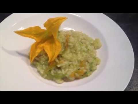 Risotto zucchine, fiori di zucca, patate e zafferano
