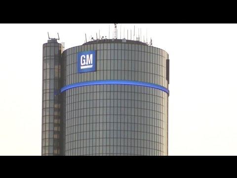 MoneyWatch: GM death toll at 50; Stock exchange open despite blizzard