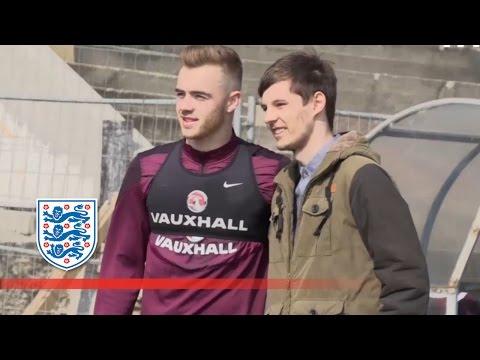 England U21 meet young fans from the Czech Republic | FATV News