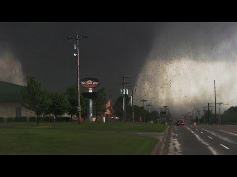 Moore Oklahoma EF-5 Tornado Video! 5/20/13