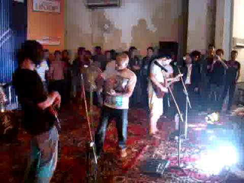 Ali Azmat-yaar Bina Live  Sukkur 2010 [hq] video