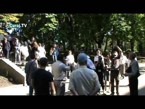 Trei protestatari şi o armată de jurnalişti