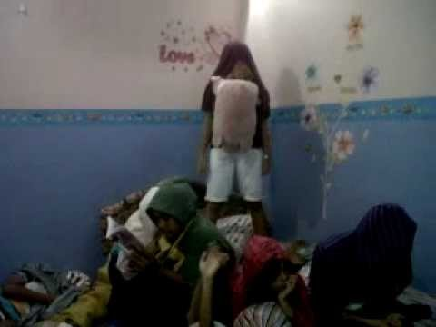 Harlem Shake Indonesian Girl video
