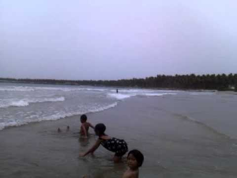 Bermain di pantai Binuangeun-Laut Banten selatan