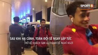 Cây hài Đức Chinh trêu Xuân Trường khi vừa về tới sân bay Nội Bài