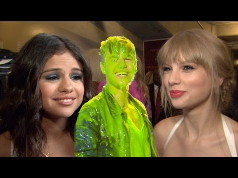 Taylor Swift & Selena Gomez Interviews Backstage - 2012 Kids' Choice Awards, Justin Bieber Slime