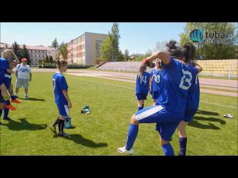 Dziewczyny z Pogoni Siedlce po wygranym meczu ze Żbikiem Nasielsk