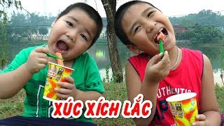 Bé Dương ăn XÚC XÍCH LẮC PHÔ MAI❤Kênh Em Bé