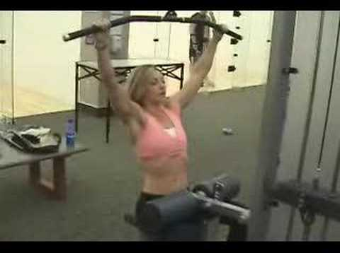The Lat Machine Pulldown by www.building-muscle101.com Image 1