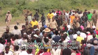 VIDEO: Haiti - President Martelly ateri La Gonave, moun yo kontan we li...