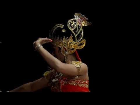 Tari Srikandhi Mustakaweni video angkatan seni tari fbs unnes 2012