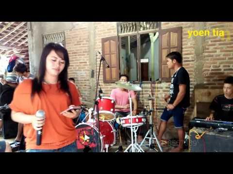 Download Lagu Bukit berbunga [lagu baru]-new MAHKOTA-Dangdut latihan MP3 Free
