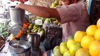 How to juice oranges with hand juicer