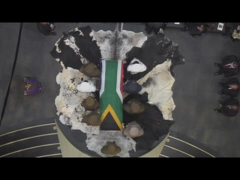Nelson Mandela: Former South African leader buried in Qunu